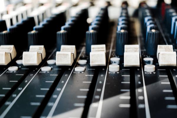 Soundboard reducing the noise, measuring media