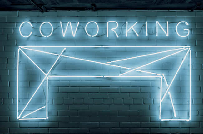 """Neon sign """"Coworking"""""""